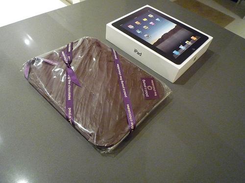 Tabletowo.pl iPad zamrożony w czekoladzie. Czego się nie robi dla drugiej połówki Apple Ciekawostki