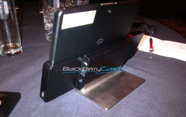 """""""Ściśle tajna"""" stacja dokująca dla BlackBerry Playbooka"""