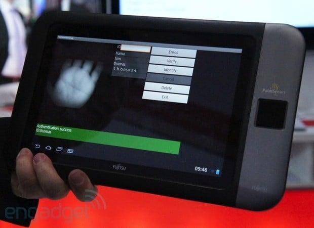CeBIT 2013: Fujitsu pokazuje prototyp tabletu z systemem PalmSecure