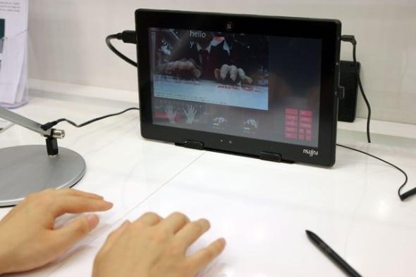 Fujitsu przygotowuje wirtualną klawiaturę, która śledzi ruchy palców za pomocą kamery 22
