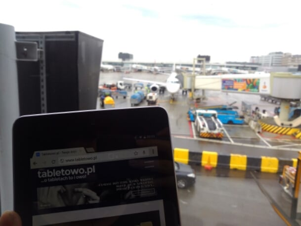 Tabletowo.pl Lecisz do USA? Pamiętaj o naładowaniu urządzeń elektronicznych, w tym tabletu - możesz mieć problem na lotnisku Ciekawostki Nowości