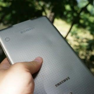 Czy tylna obudowa Galaxy Tab S ulega odkształceniu pod wpływem ciepła? 18