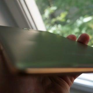 Czy tylna obudowa Galaxy Tab S ulega odkształceniu pod wpływem ciepła? 21