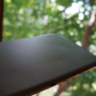 Czy tylna obudowa Galaxy Tab S ulega odkształceniu pod wpływem ciepła? 23