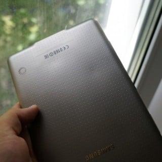 Czy tylna obudowa Galaxy Tab S ulega odkształceniu pod wpływem ciepła? 19