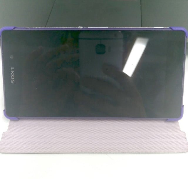 HTC-One-M9-Hima-reflection-640x608