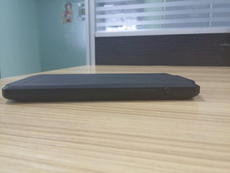 Oukitel-phone-prototype-with-10000-mAh-battery
