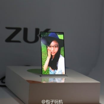 ZUK-transparent-screen-phone-prototype (1)