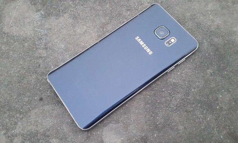 Samsung odrobił pracę domową. W Galaxy S7 ma powrócić slot kart microSD oraz wodoodporność