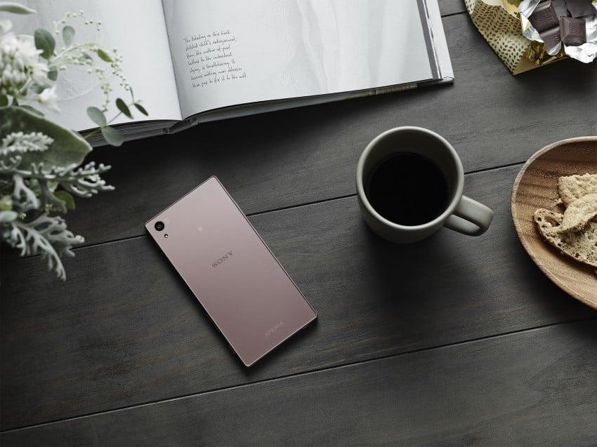 Sony Xperia Z5 Pink Różowa na stole