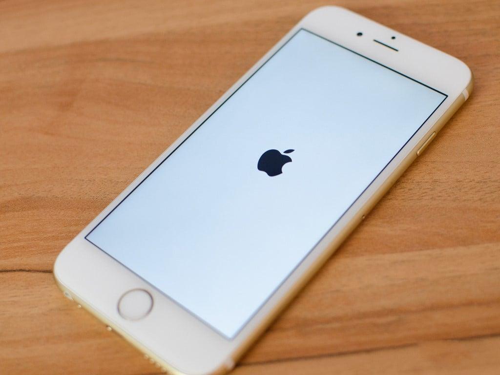 Raz Apple naprawi wadę fabryczną za darmo, a raz nie. Tym razem chodzi o baterię