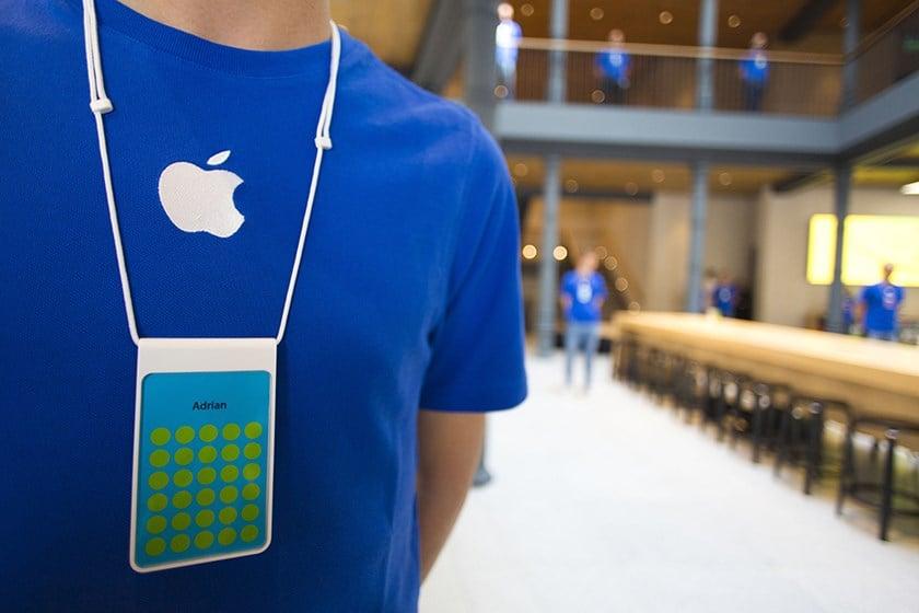 Tabletowo.pl Miej niebieską koszulkę z logiem jabłka, wynieś 19 iPhone'ów z salonu Apple Store Apple Ciekawostki Humor Wydarzenia