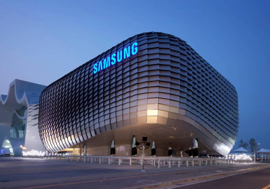 Tabletowo.pl Samsung Wirelles Charger Duo - podwójna ładowarka bezprzewodowa, która zadebiutuje razem z Galaxy Note 9 Akcesoria Samsung Smartfony Technologie