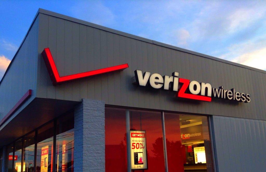 Tabletowo.pl Yahoo sprzedane Verizonowi - czy blisko 5 mld dolarów wyrzucono w błoto? Ciekawostki GSM Oprogramowanie