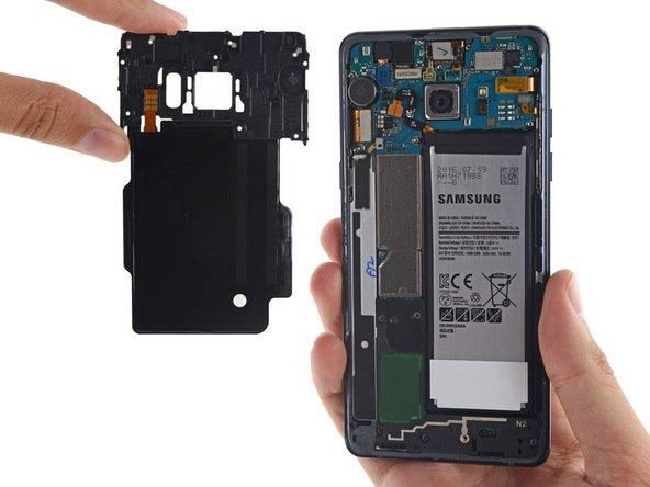Tabletowo.pl Galaxy S7 to nie to samo, co Note 7 - przypomina Samsung tym, którzy boją się eksplozji swoich smartfonów Producenci Samsung Smartfony