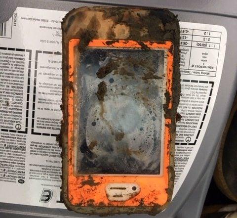 Tabletowo.pl iPhone 4 przetrwał kilka miesięcy na dnie lodowatego jeziora dzięki etui Akcesoria Apple Ciekawostki Smartfony