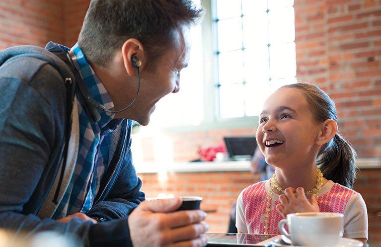 Tabletowo.pl Dzięki tym słuchawkom już zawsze będziesz słyszał, co mówi do ciebie twój rozmówca Akcesoria Ciekawostki