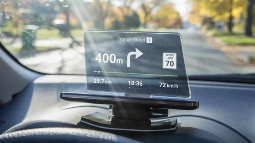 Tabletowo.pl Jeśli nawigacja GPS w samochodzie zasłania ci drogę, to przezroczysty Hudify jest dla ciebie Akcesoria Android Ciekawostki iOS Nowości