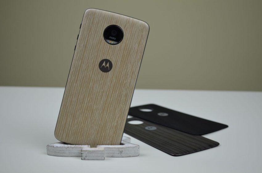 Tabletowo.pl Recenzja Lenovo Moto Z - nieprzyzwoicie smukłego smartfona z innowacyjnym podejściem do modułów Android Lenovo Nowości Recenzje Smartfony