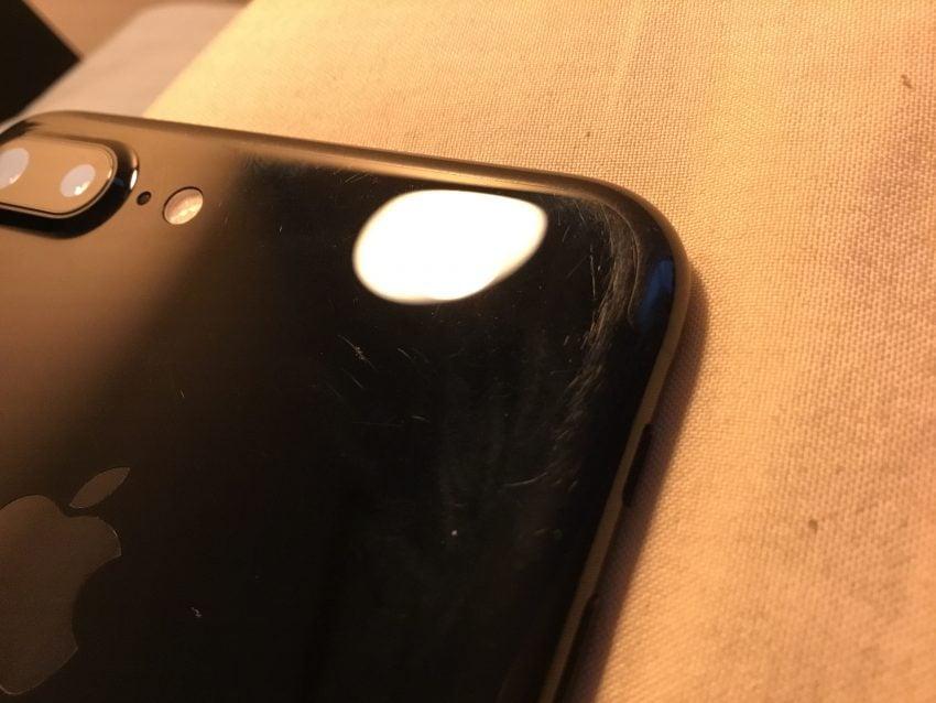 Tabletowo.pl Tak wygląda obudowa Jet Black w iPhone 7 po trzech miesiącach bez etui Apple Ciekawostki iOS Smartfony