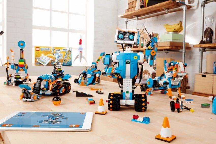Tabletowo.pl Lego Boost nauczy dzieci, jak zamienić klocki w programowalne roboty CES 2017 Ciekawostki Nowości Technologie