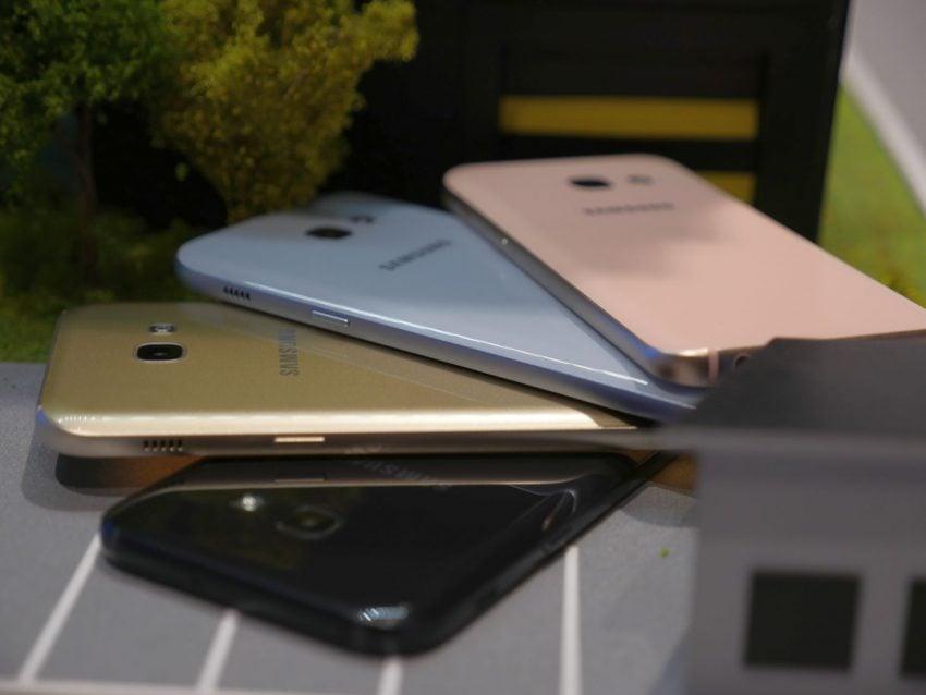 Średniopółkowce, ale prawie jak flagowce - jakie są nowe smartfony z zaprezentowanej serii Galaxy A 2017? 24