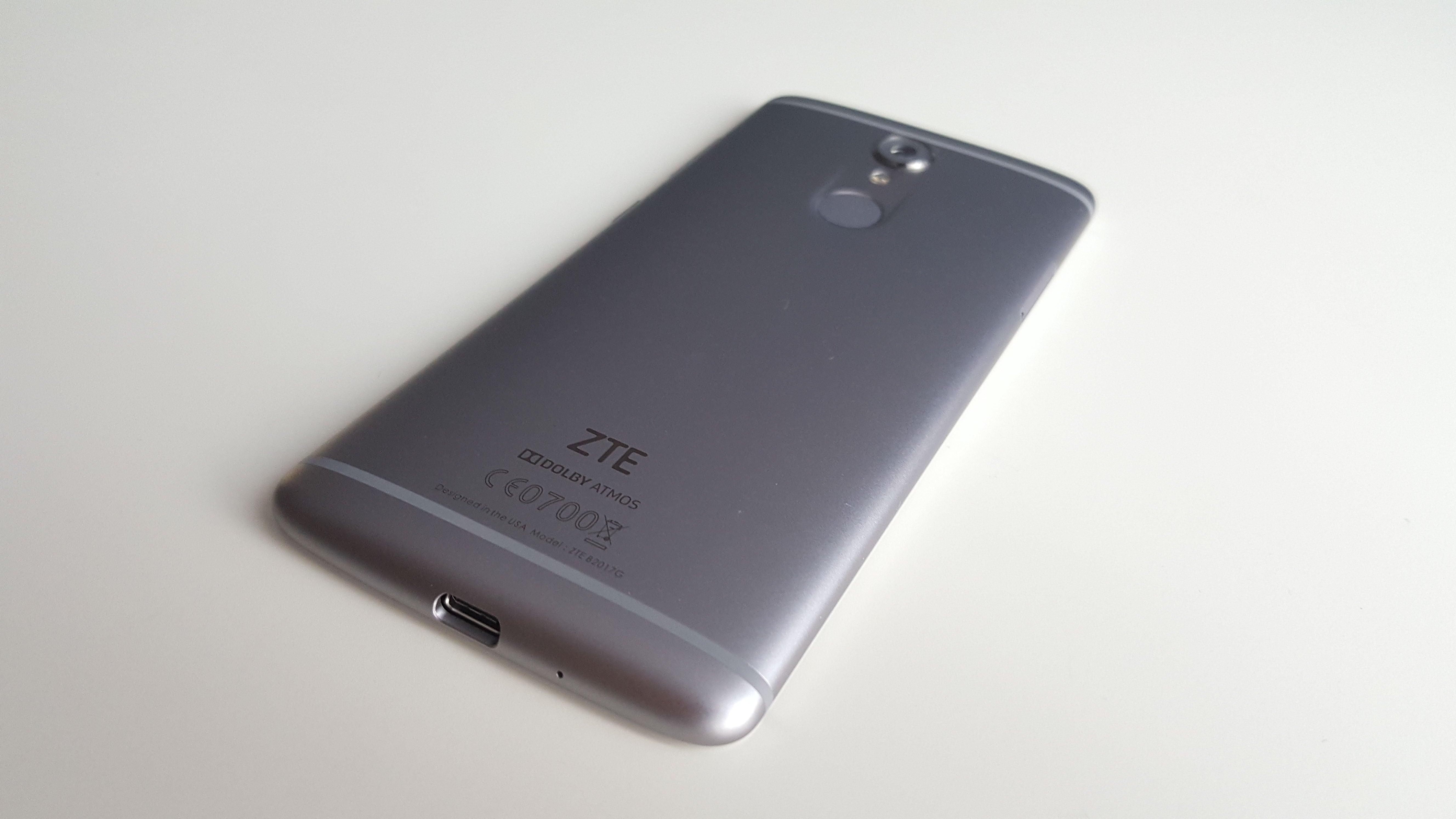 A to ciekawe: sprzedawane w USA smartfony ZTE nie powinny mieć na obudowie... loga producenta 19