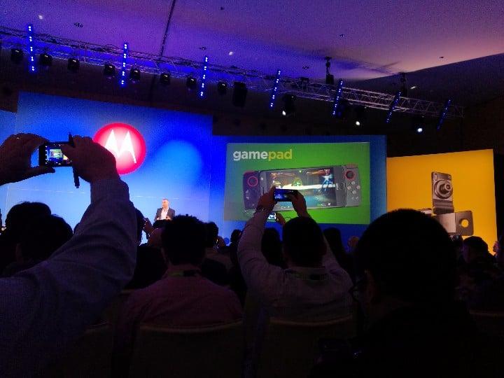 Tabletowo.pl Lenovo nie próżnuje - zobaczcie najnowsze moduły do smartfonów z serii Moto Z Akcesoria Android Lenovo Motorola MWC 2017 Nowości Smartfony