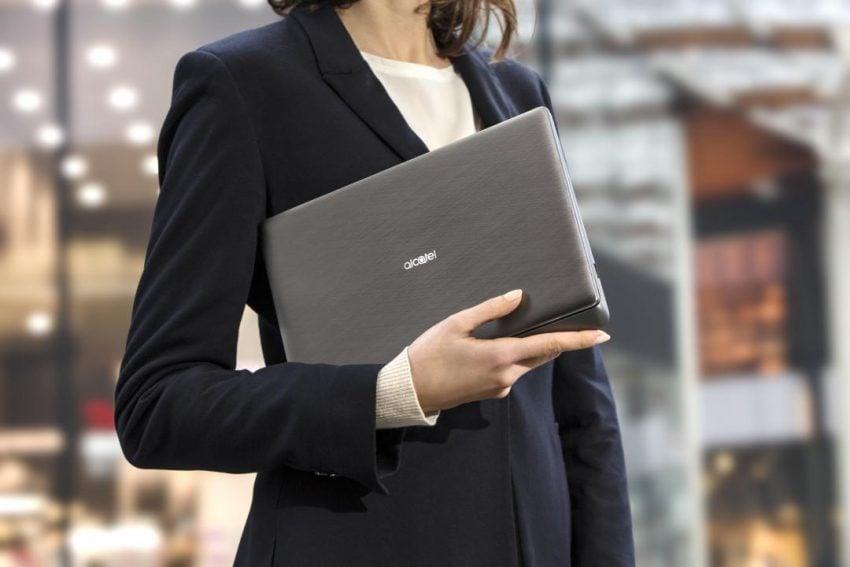 Ponieważ tabletów 2-w-1 zawsze mało, Alcatel pokazuje model PLUS 12 z hotspotem w klawiaturze 24