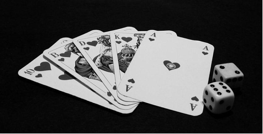 Tabletowo.pl Po raz pierwszy człowiek przegrał z maszyną w pokera Ciekawostki Sztuczna Inteligencja