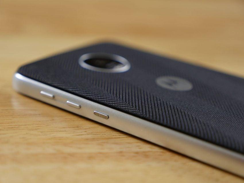 Tabletowo.pl Recenzja Lenovo Moto Z Play - smartfona, który przekonał mnie do siebie bardziej od flagowego Moto Z Android Lenovo Motorola Recenzje Smartfony
