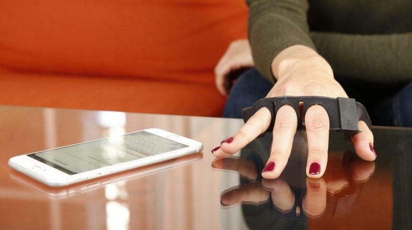 Tabletowo.pl Oto klawiatura przyszłości. Nie ma klawiszy i nosi się ją na dłoni Akcesoria Ciekawostki Wearable