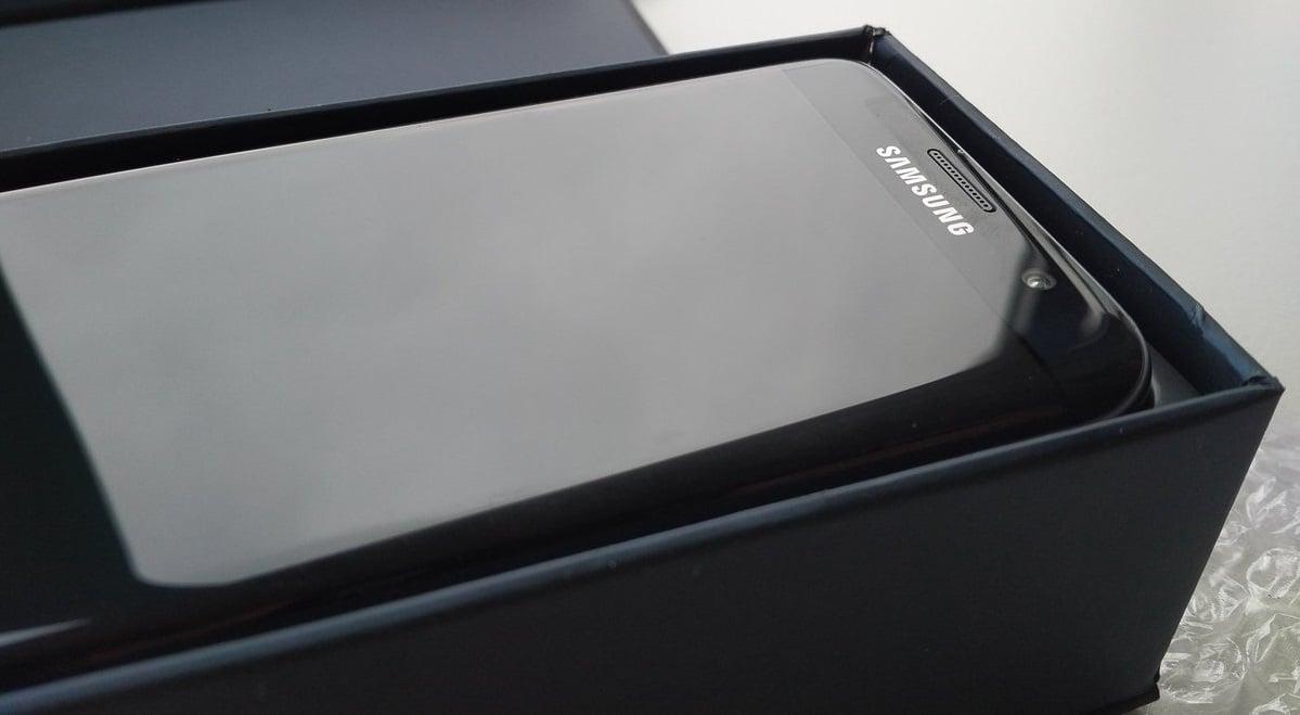 Samsungi Galaxy S Edge powrócą na rynek? Podobno jednym z nowych flagowców będzie Galaxy S10 Edge 16