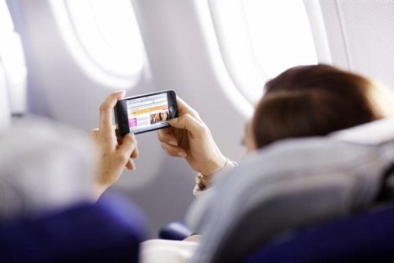 Zakaz wnoszenia na pokład samolotu urządzeń większych niż smartfon, dla lotów do USA z wybranych lotnisk 22