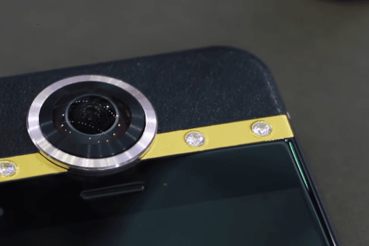 Tabletowo.pl Protruly Darling - smartfon, kamerka do zdjęć sferycznych i biżuteria w jednym Chińskie Ciekawostki Smartfony