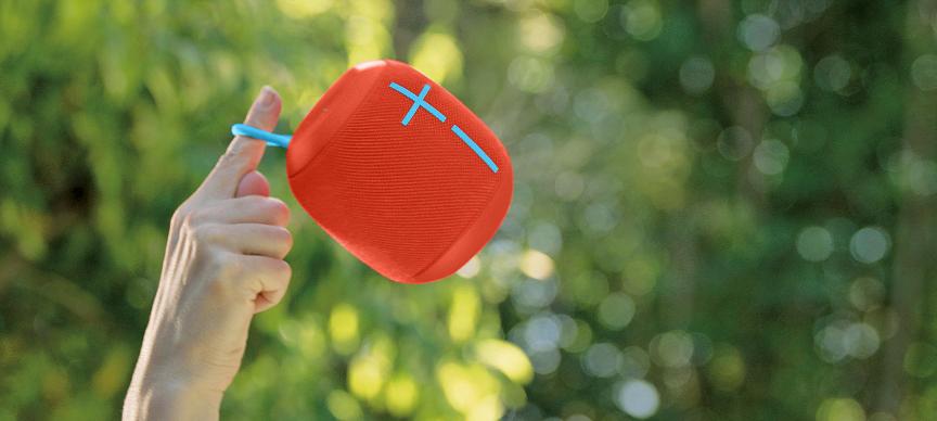 Tabletowo.pl Ten głośnik Bluetooth unosi się na wodzie, a dźwięk rozchodzi się z niego we wszystkich kierunkach Akcesoria Sprzęt