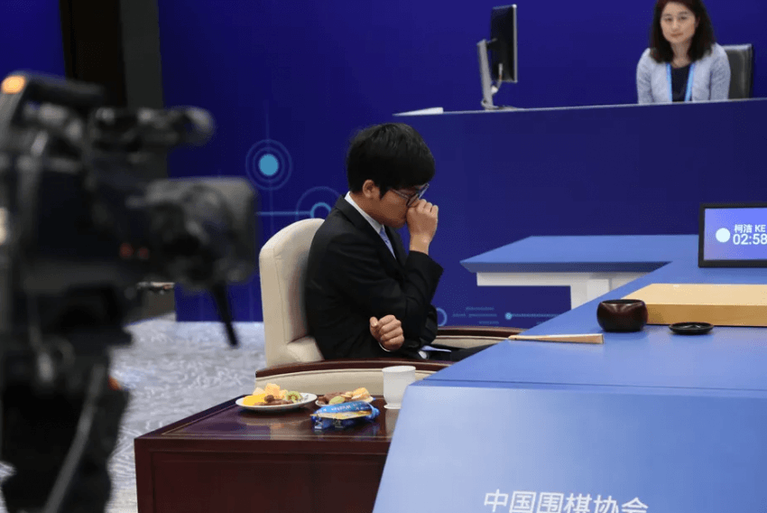 Sztuczna inteligencja Google wygrywa z mistrzem świata w dwóch partiach Go 17