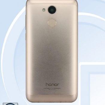 Tabletowo.pl Nowy smartfon Honora z niższej średniej półki nadchodzi. Znamy wygląd i specyfikację Android Huawei Smartfony