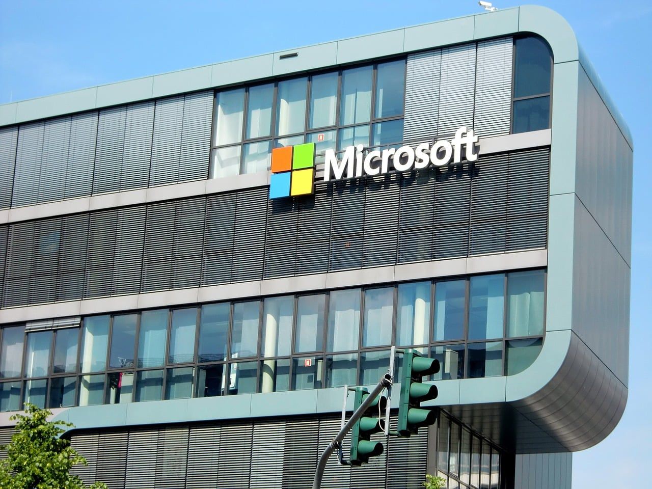 Microsoft notuje świetne wyniki. Rozwiązania chmurowe ciągną ten wózek, ale Xbox i Sufrace'y też zarobiły swoje 23