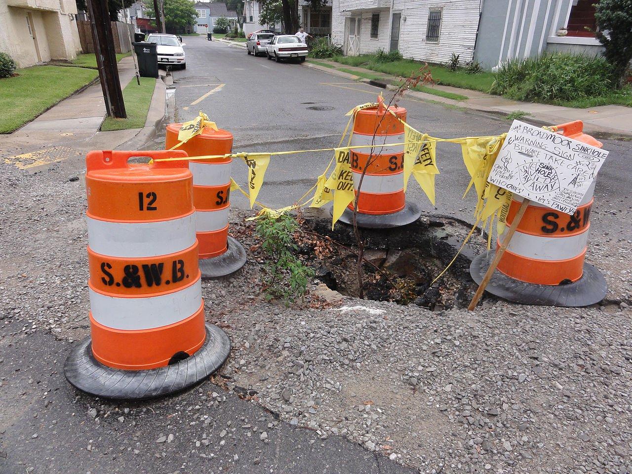 Dziury w drogach to zło, ale ten nowy asfalt naprawi się sam i naładuje twój elektryczny samochód 19