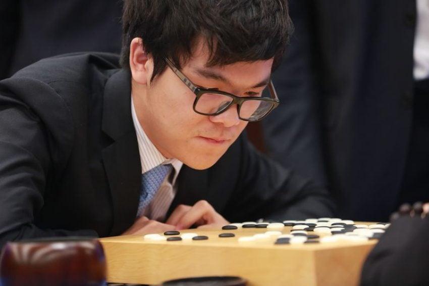 Sztuczna inteligencja Google wygrywa z mistrzem świata w dwóch partiach Go 18