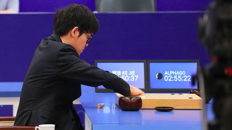 Sztuczna inteligencja Google wygrywa z mistrzem świata w dwóch partiach Go 16