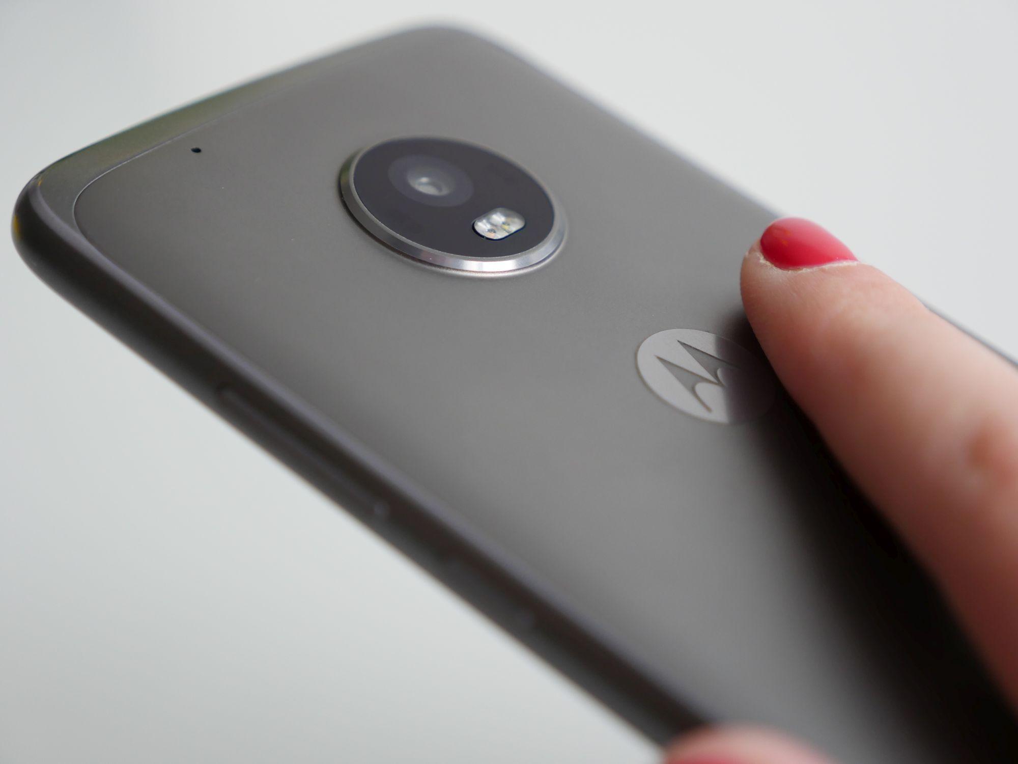 Zapowiada się ciekawie: Motorola wypuści na rynek budżetową wersję budżetowego smartfona 27