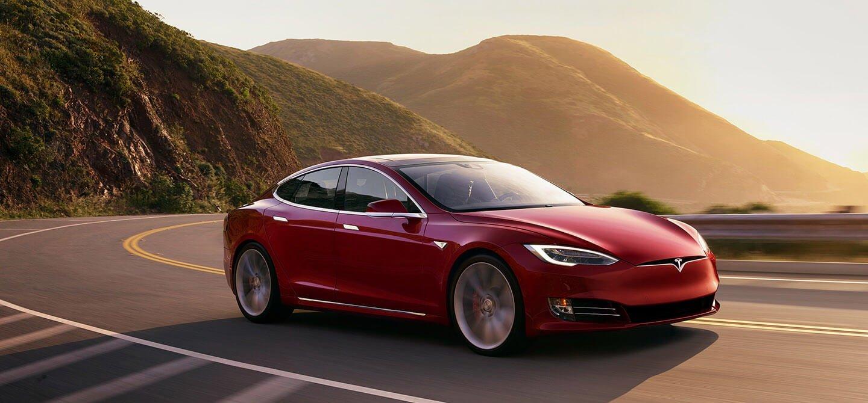 Tabletowo.pl 123000 sztuk samochodów Tesla S trafi do serwisów z powodu wady wspomagania kierownicy Moto