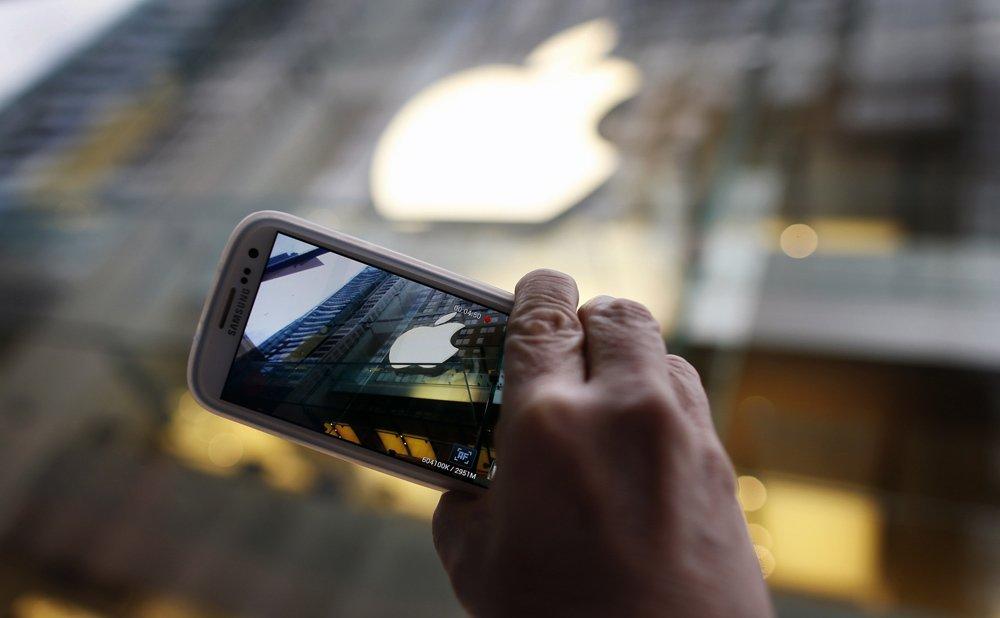 Z około 300 producentów smartfonów tylko około 10 firm generuje zyski. Głównie Apple 22