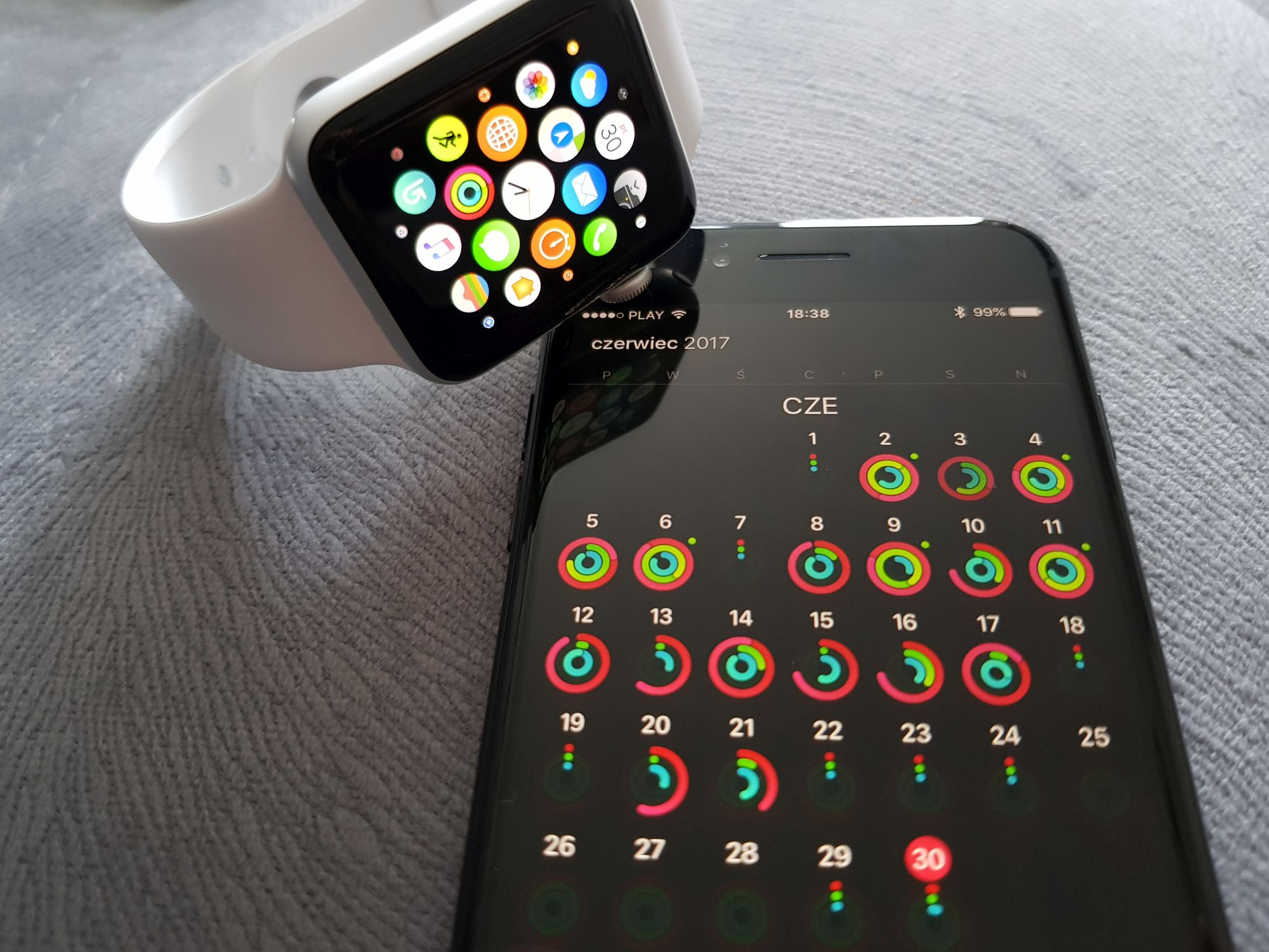 Tabletowo.pl Apple Pay jest popularniejsze niż Google Pay, właściciele iPhone'ów i Apple Watchy wydają też więcej Apple Google Raporty/Statystyki