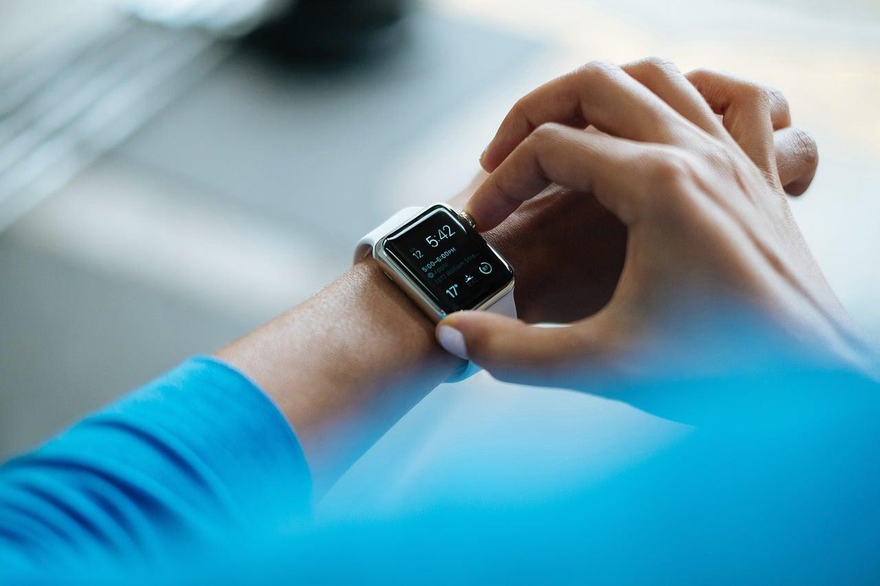 Jest ruch na rynku smartwatchy. Fitbit spadł z pierwszego miejsca podium 22