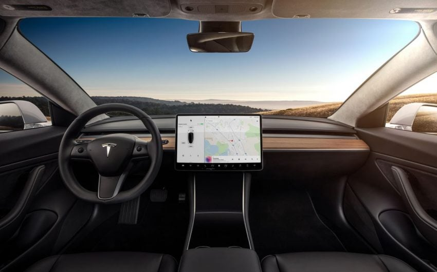 Tabletowo.pl Tesla aktualizuje oprogramowanie modelu 3. Wśród nowości... radio Moto