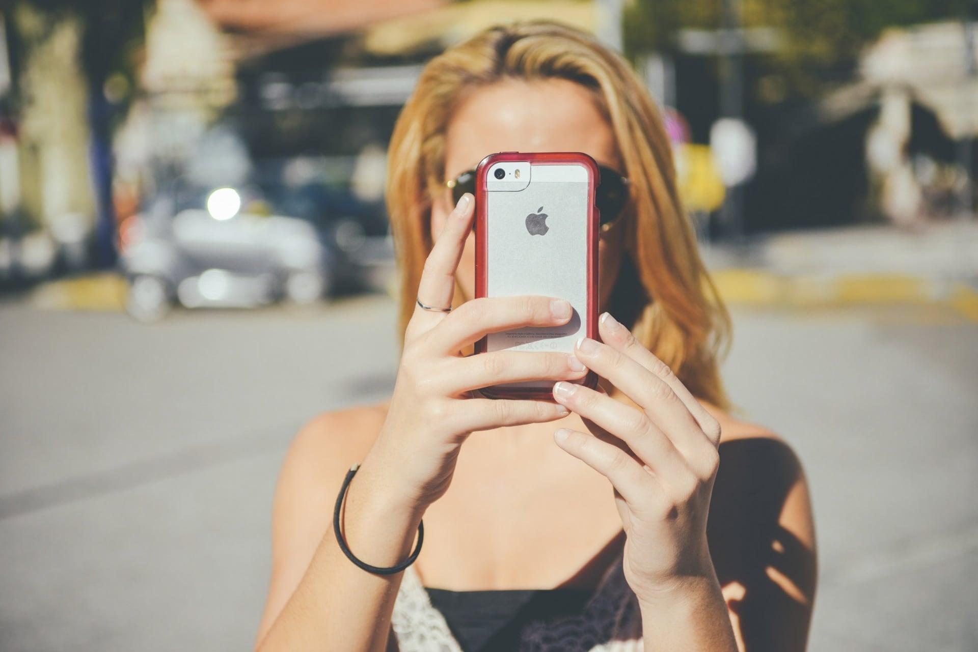 Tabletowo.pl Era smartfonów to dekada przygnębionych nastolatków i coraz więcej samobójstw Ciekawostki Raporty/Statystyki