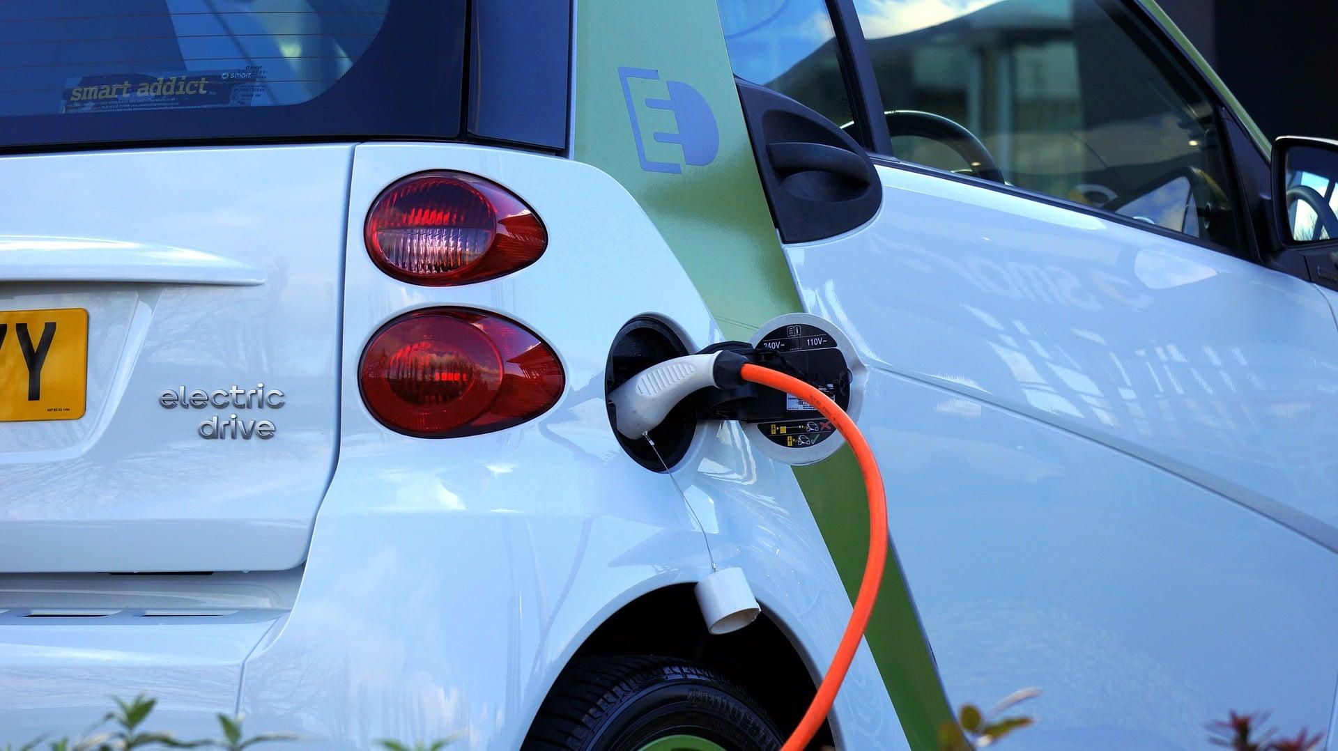 """Będą """"zielone drogi"""" - GDDKiA ogłasza przetarg na budowę sieci ładowarek dla samochodów elektrycznych 22"""